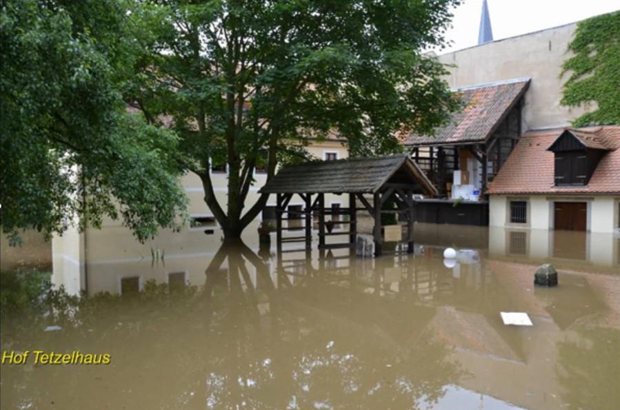 Innenhof beim Elbehochwasser 2013